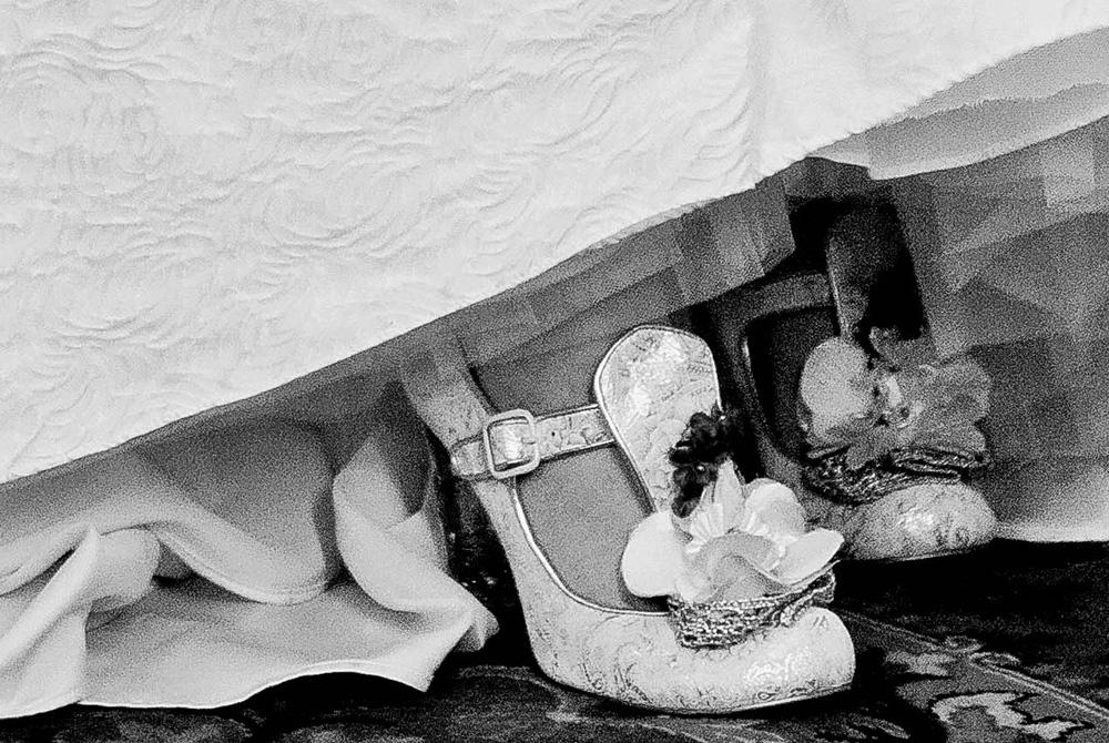 Brautschuh unter Kleid