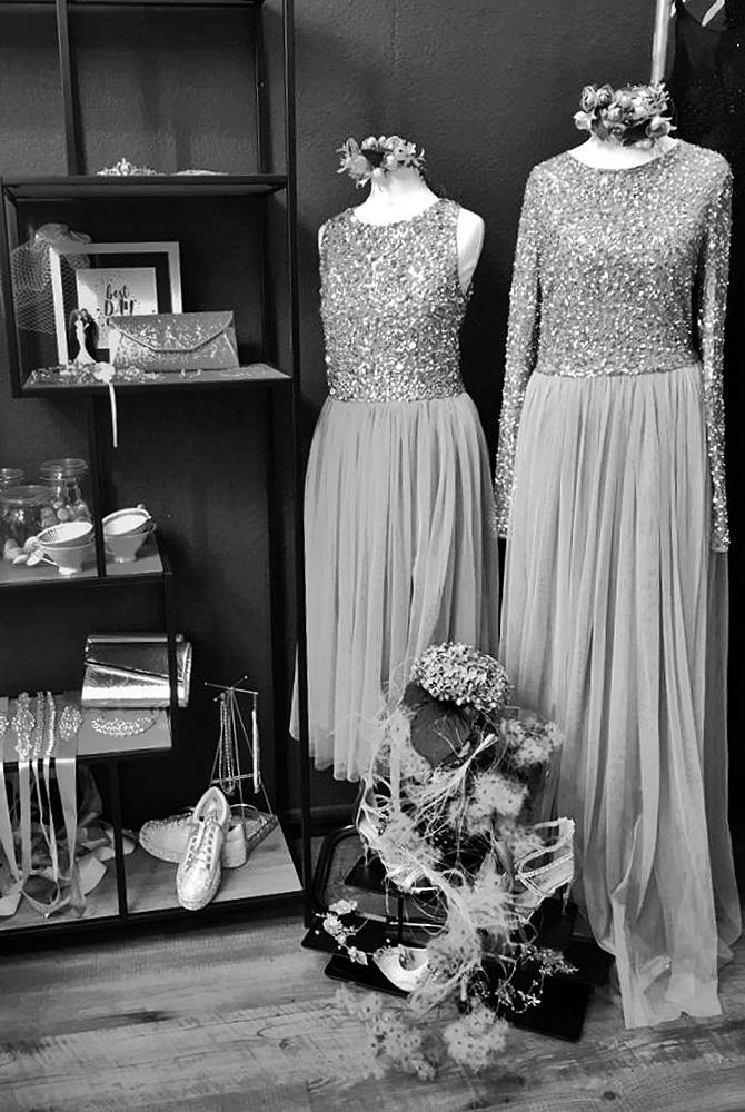 Abendkleider im Brautmodengeschäft